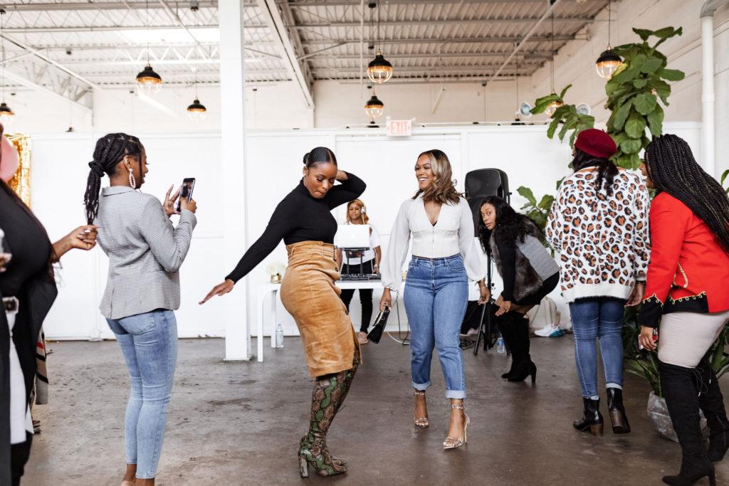 ethnic_women_dance